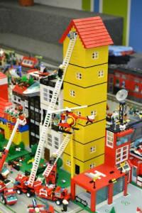 2015 July 16 Lego Bldg Resize